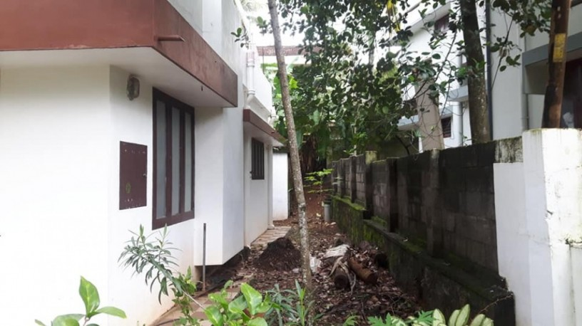 10-cents-prime-property-18-lakh-old-house-at-pattom-big-6