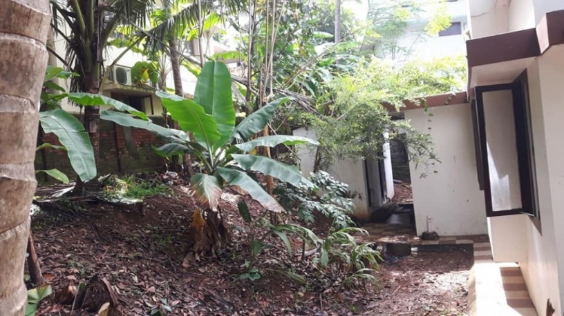 10-cents-prime-property-18-lakh-old-house-at-pattom-big-4