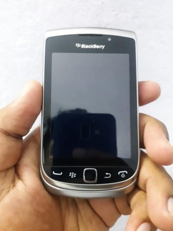 blackberry-torch-nd-curve-big-5